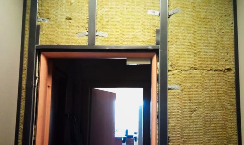 организация дверного проема при монтаже звукоизоляции стены