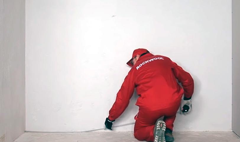 разметка для монтажа каркаса звукоизоляции стены